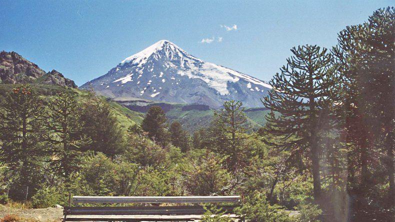 El volcán Lanín atrae todos los años a miles de turistas.