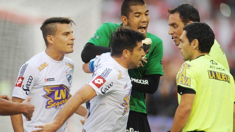 El equipo de Gallardo goleó 5 a 1 a Quilmes y se ilusiona. Pity y Mora marcaron dos cada uno.