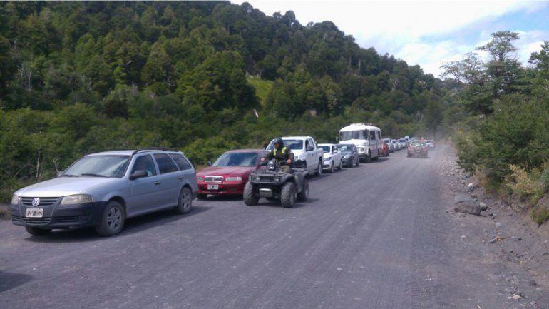 Las largas colas para cruzar a Chile obligaron a muchos turistas a volver