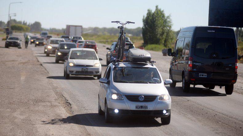 Ayer a la tarde fue incesante el movimiento de vehículos que regresaban a la ciudad provenientes de la cordillera.