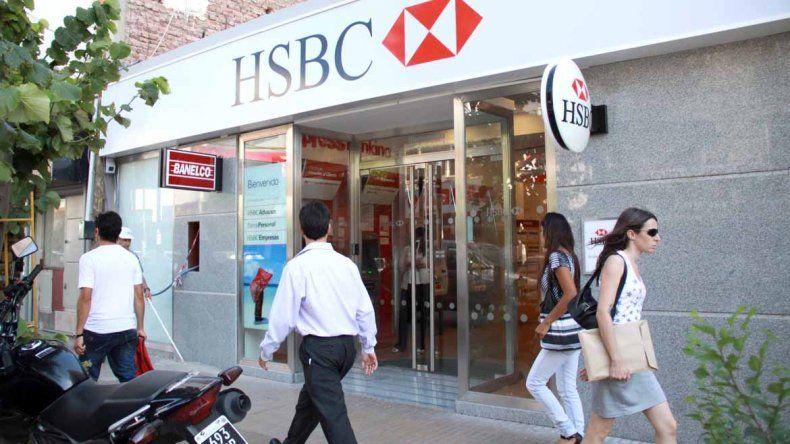 Quiroga insiste en que los bancos abran de 10 a 15
