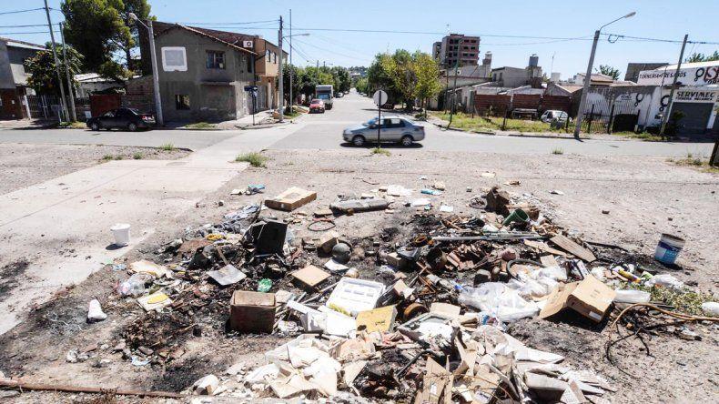 Los desperdicios se desparraman en varios puntos del centro de la ciudad.