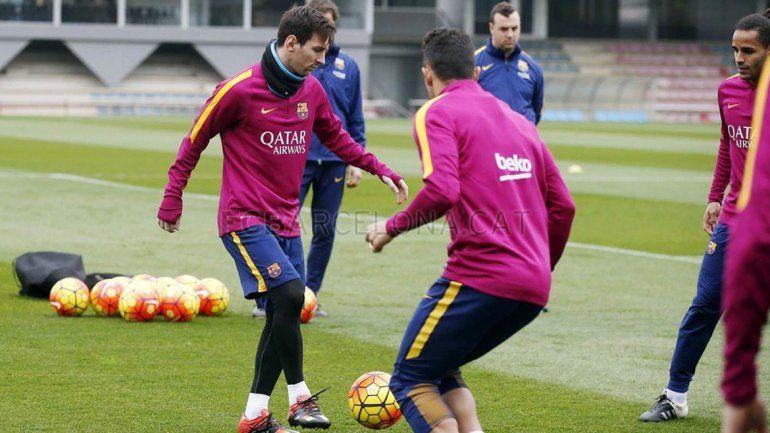 Messi volvió a entrenar en el Barcelona luego de la operación