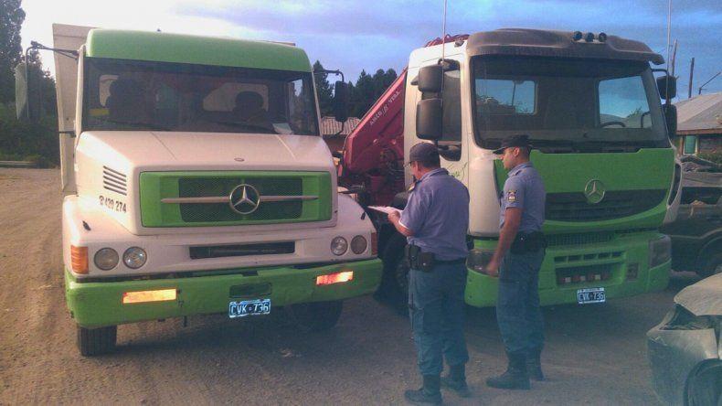 Secuestraron dos camiones con la misma patente en dos hechos separados.