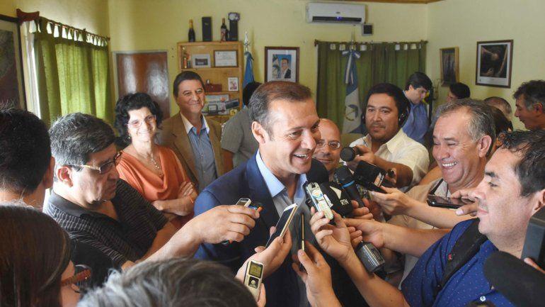 El gobernador Omar Gutiérrez encabezó ayer un acto en Senillosa