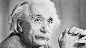Albert Einstein, quien previó las ondas gravitacionales en su célebre Teoría de la relatividad general, publicada entre 1915 y 1916.