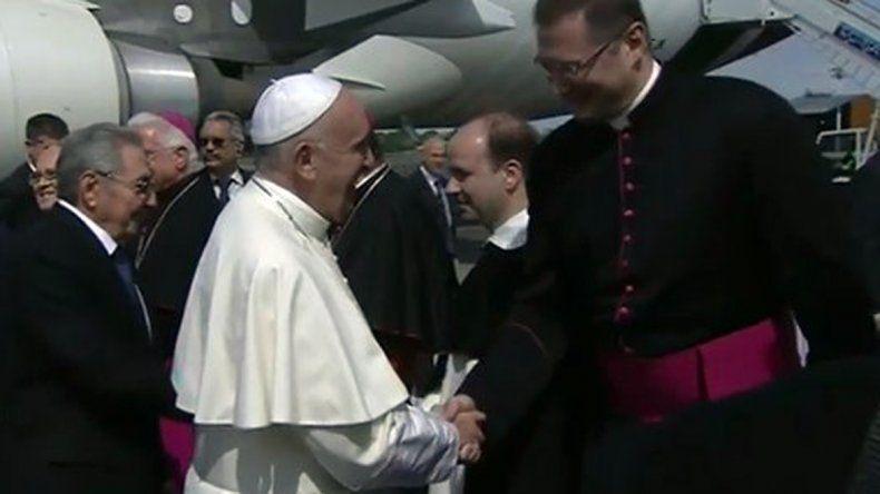 Papa Francisco llega a Cuba para reunión con Kirill