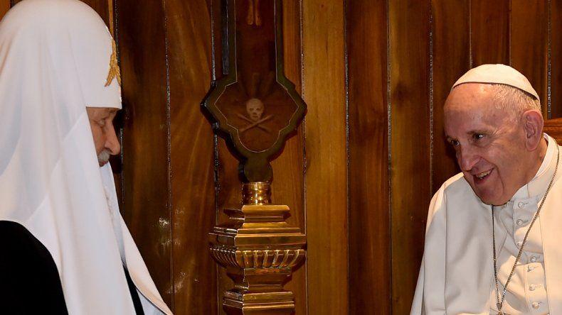 El papa Francisco junto a Kirill