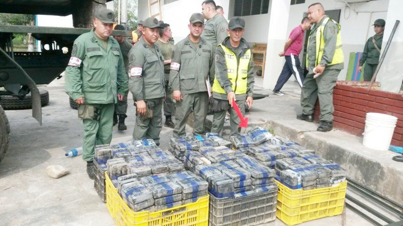 La cocaína estaba escondida dentro de un camión del Ejército.