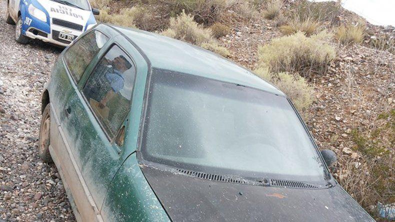 Izquierda: el VW Gol antes de ser robado en Plottier. Derecha: el auto