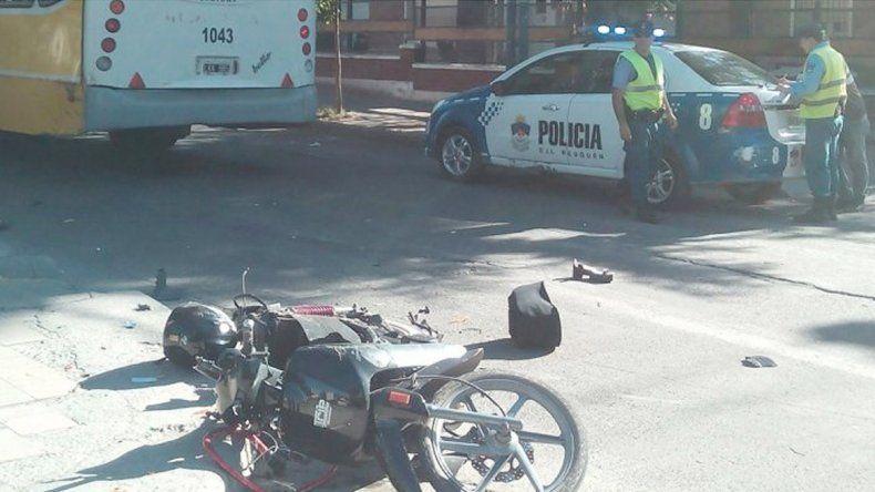 La moto en el asfalto y