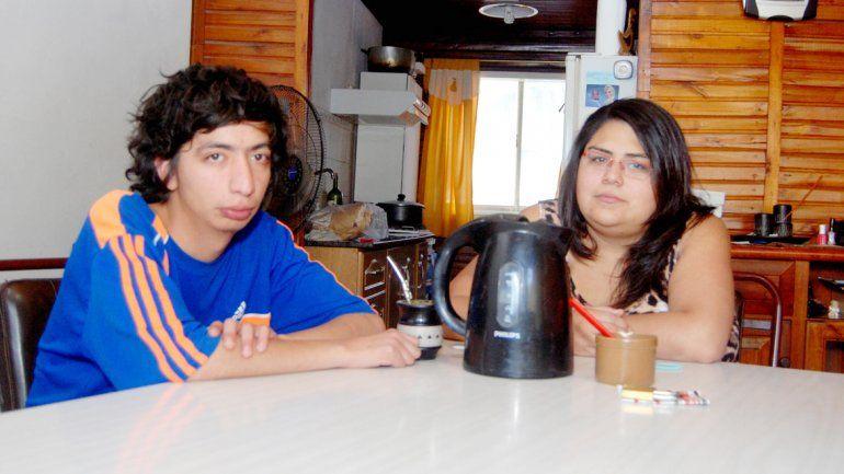 Ana y Francisco quieren tener una vida normal después de ser echados.