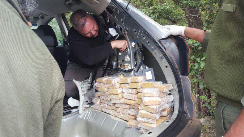 Paso Samoré: detuvieron a una pareja que intentaba cruzar casi 70 kilos de marihuana a Chile