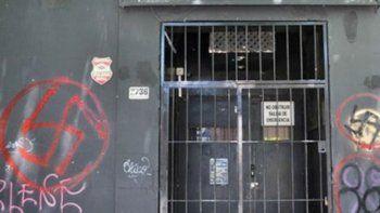 La pintada que dejaron los neonazis en el local atacado.