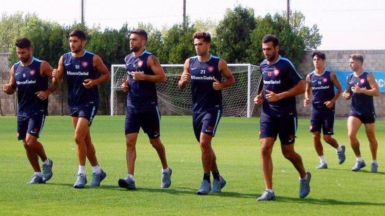 El chileno Díaz hará su debut en la defensa. El Pipi y Orti descansan.
