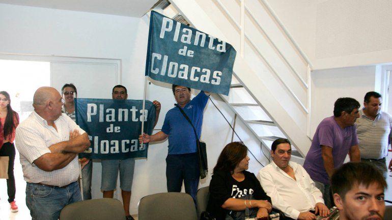 Ayer algunos municipales se manifestaron con el reclamo en el Concejo Deliberante.