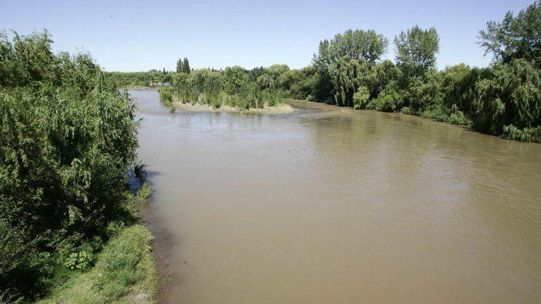 Por la turbidez del río Neuquén, habrá problemas con el agua