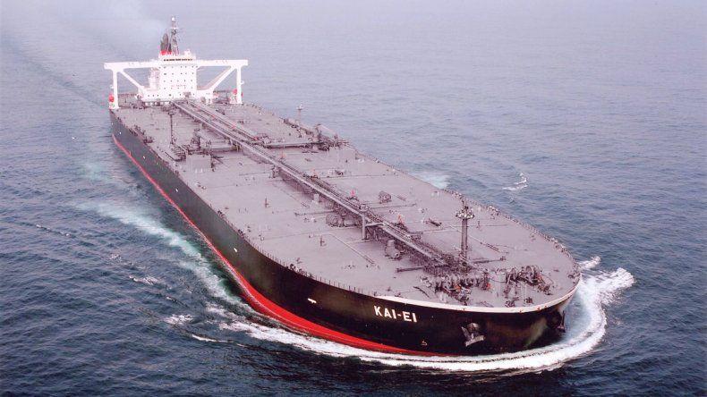 Llega al país el primer cargamento del año de petróleo importado