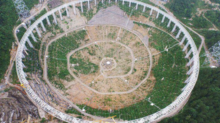 El mayor radiotelescopio del mundo tiene el tamaño de 30 estadios de fútbol.