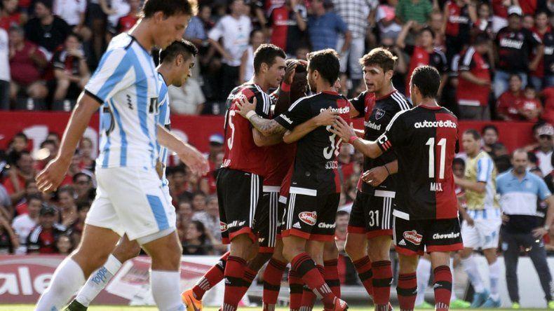 Newells goleó a Racing 5 a 0 en Rosario.