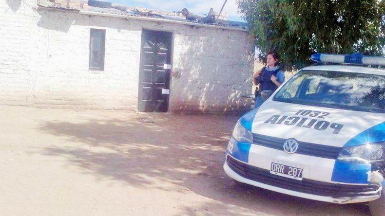 La Policía levantó rastros en la vivienda de Colonia 2 de Abril.