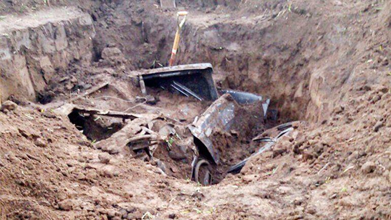 Los restos del vehículo aparecieron enterrados en la casa del dueño.