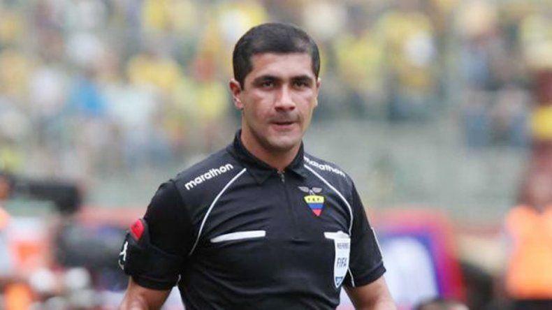 El ecuatoriano Zambrano dirigirá el partido de River en la 1ra fecha.