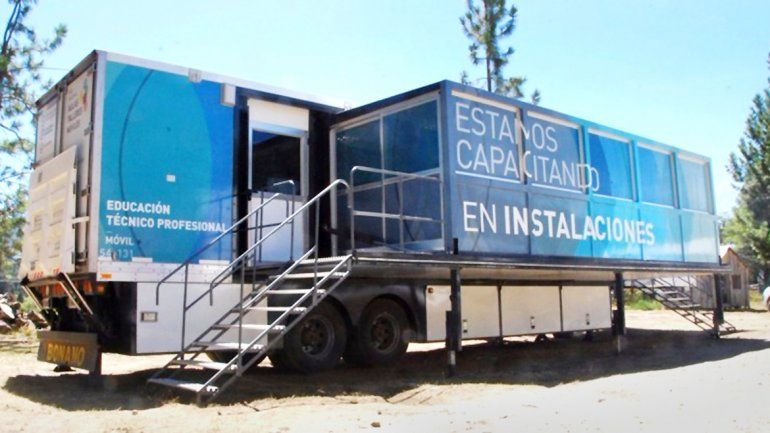 El taller aula móvil estará mañana en la localidad de Ñorquinco.