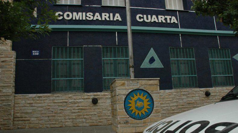 La mujer quedó detenida en la Comisaría Cuarta de Cipolletti. El fiolo zafó.