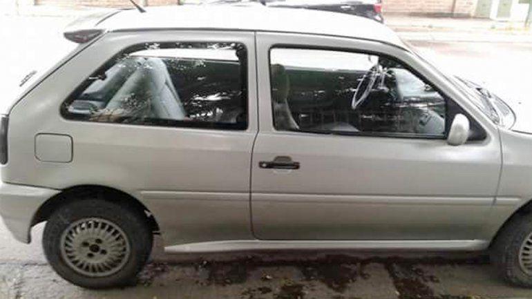 Le robaron un Gol de la puerta de su casa en el barrio Huliches.