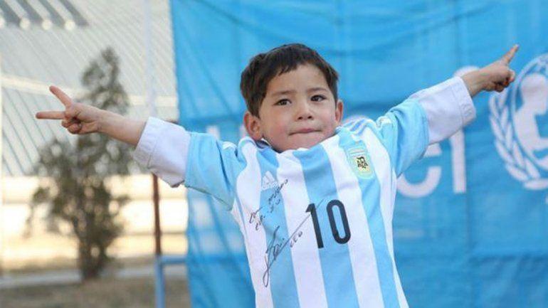 Messi cumplió e hizo feliz al niño afgano