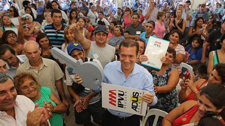 Gutiérrez entregó 483 viviendas en Cuenca XVI y anunció la construcción de más casas