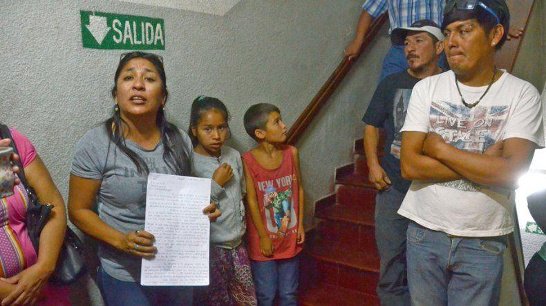 Los vecinos del loteo protestaron ayer en el municipio.