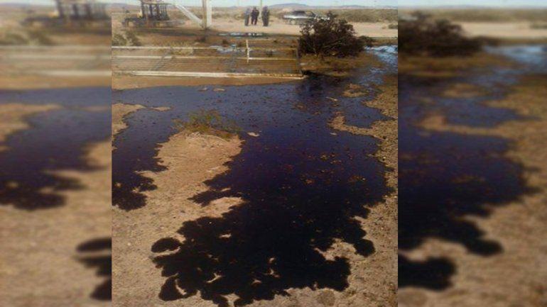 YPF reconoció que hubo un derrame de petróleo cerca el río Colorado