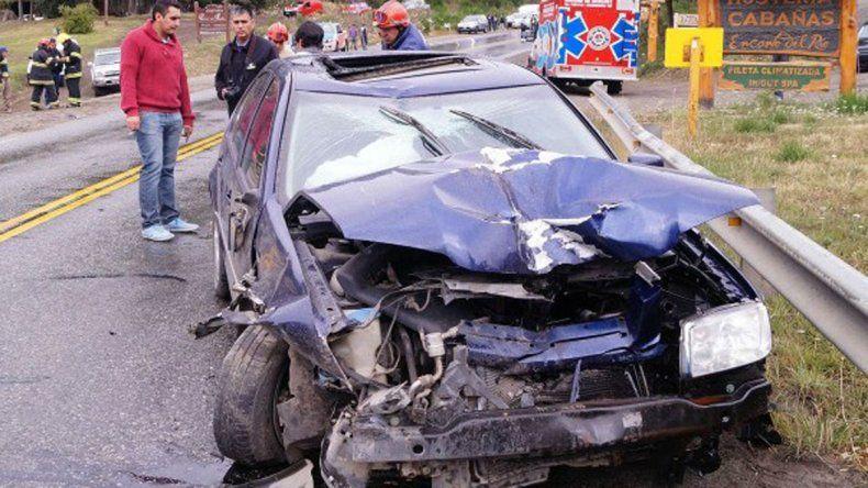 Cuatro heridos al chocar un auto contra un camión recolector
