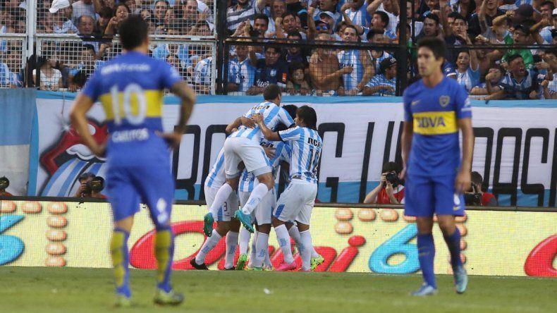 Pablo Pérez y el Apache fueron testigos privilegiados del golazo de taco de Martínez que le terminó dando la victoria a la Academia.