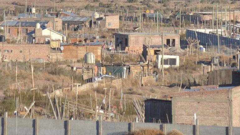 Denuncian agresiones por reclamar las obras de tendido eléctrico para 200 familias