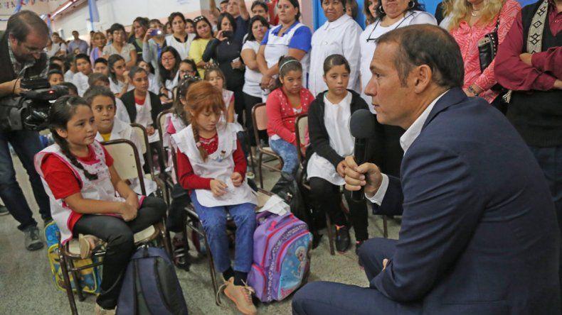 El gobernador Omar Gutiérrez dejó inaugurado el ciclo lectivo 2016 en la Escuela 193.