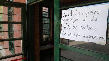 La gran mayoría de las escuelas de la ciudad amanecieron cerradas por el paro docente.