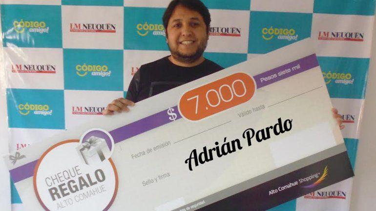 Adrián disfrutará de los 7 mil pesos en el shopping