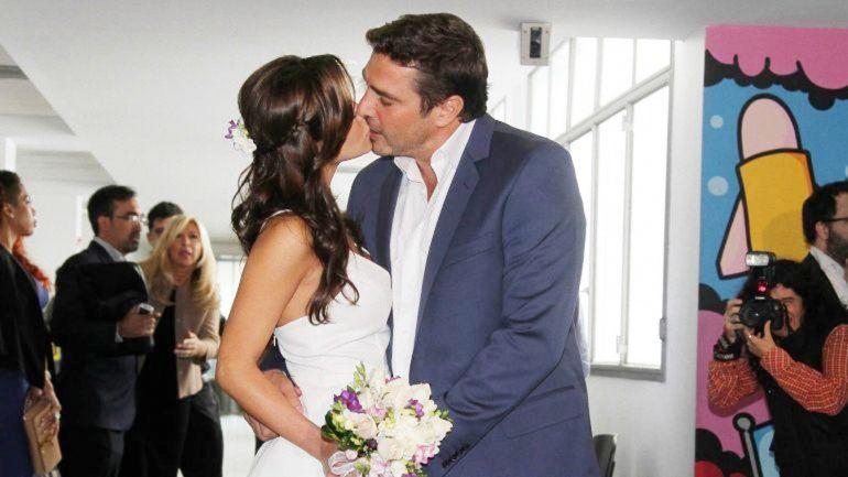 La joven de 24 años y el actor se casaron el pasado 1º de octubre en el Registro Civil ubicado en Belgrano y tenían pensado hacer la ceremonia religiosa en noviembre de este año.