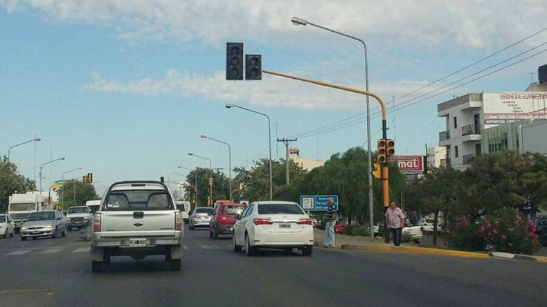Otra vez no anda el semáforo de Ruta 22 y Bahía Blanca