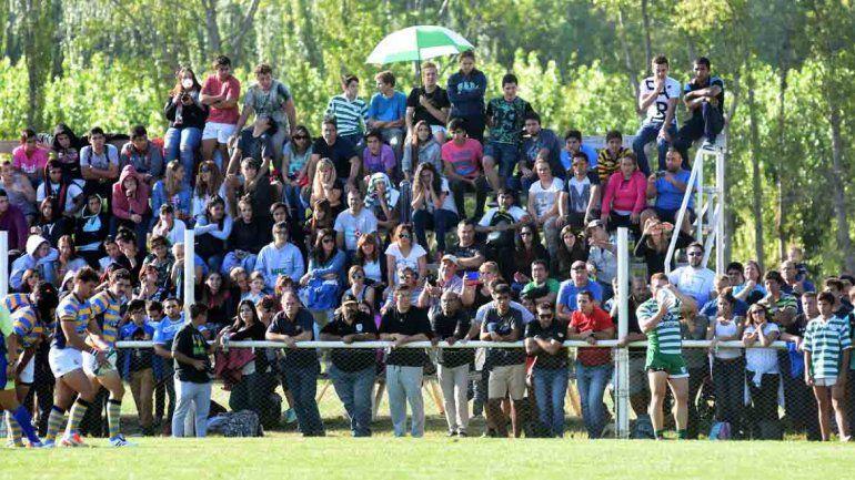 El partido tuvo un marco espectacular de gente que se acercó a disfrutar del buen rugby.
