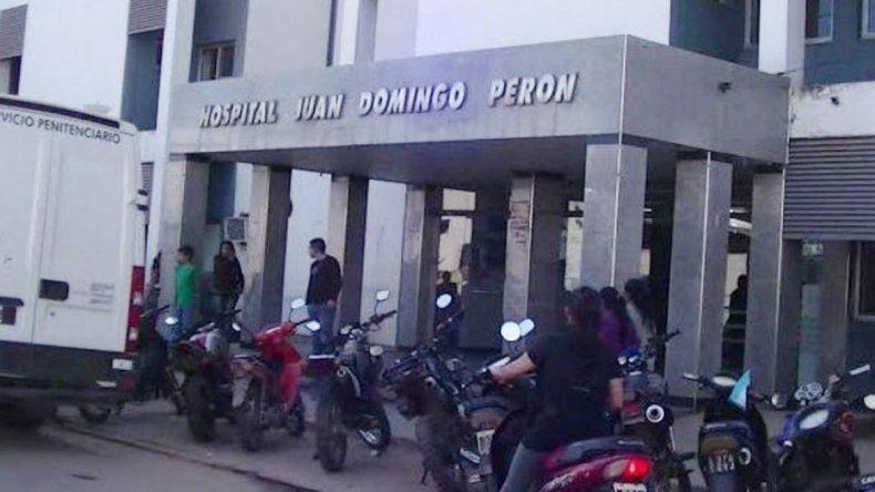 La caja con el cadáver de la beba que le entregaron a la madre en la morgue del hospital Juan Domingo Perón.