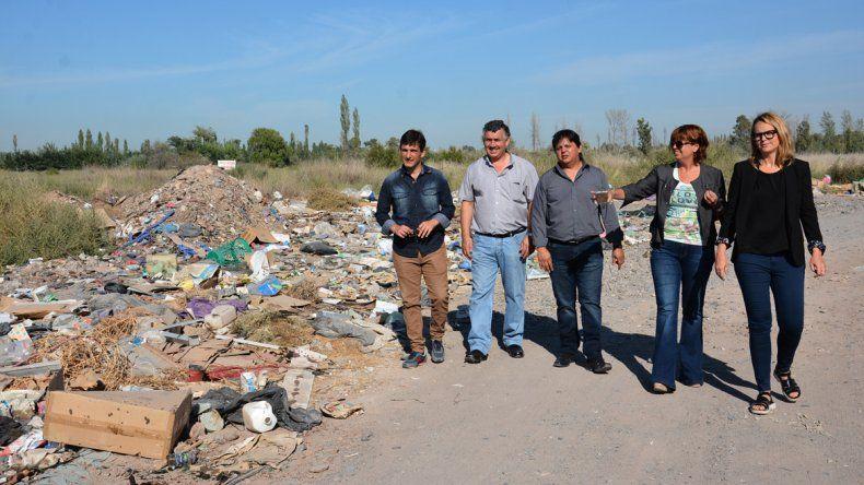 Concejales del MPN denuncian la proliferación de basurales en el Oeste gracias a la inacción del Municipio.