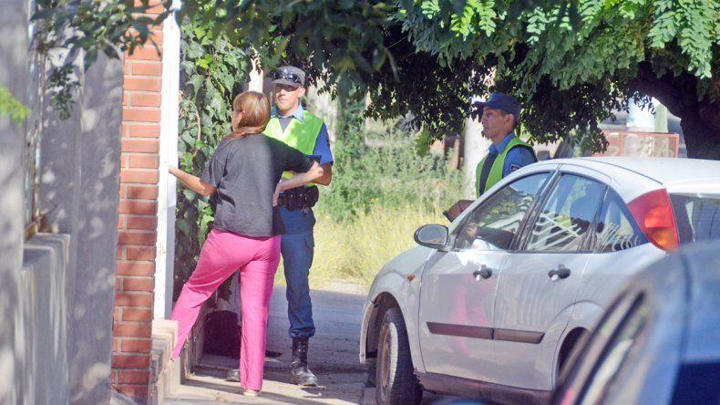 La Policía recorrió ayer el barrio en el que denuncian ola de robos y habló con los vecinos.