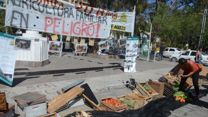 ATE protesta en el Monumento por el vaciamiento de Agricultura Familiar.