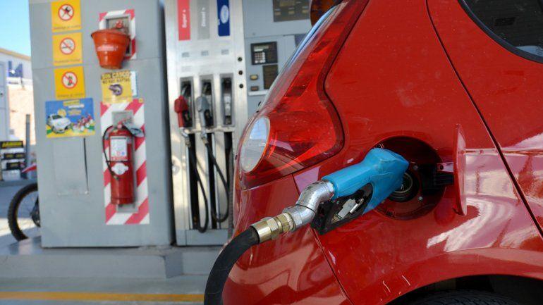 Otra ayudita a la inflación: subieron las naftas un 6%