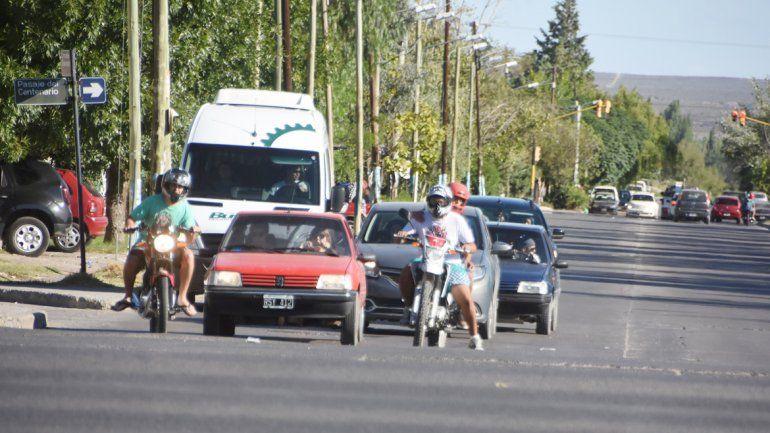 Dos zonas críticas de la Ruta 22 (izquierda) y uno de los tantos robos que la Policía logró esclarecer (derecha).