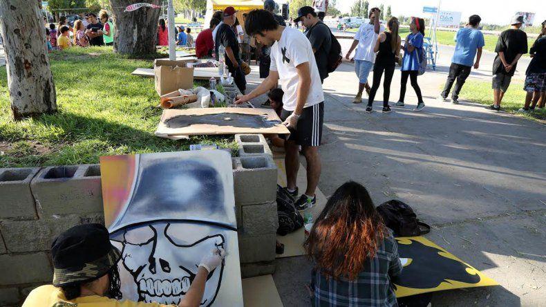 Skaters, riders,  grafiteros  y DJ coparon una plaza en Centenario